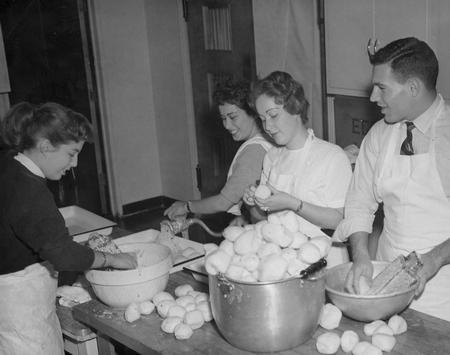 Jewish students who were members of the B 'Nai B' Rith Hillel Foundation at Ohio State University making latke (potato pancakes) for Hanukah, 1957.