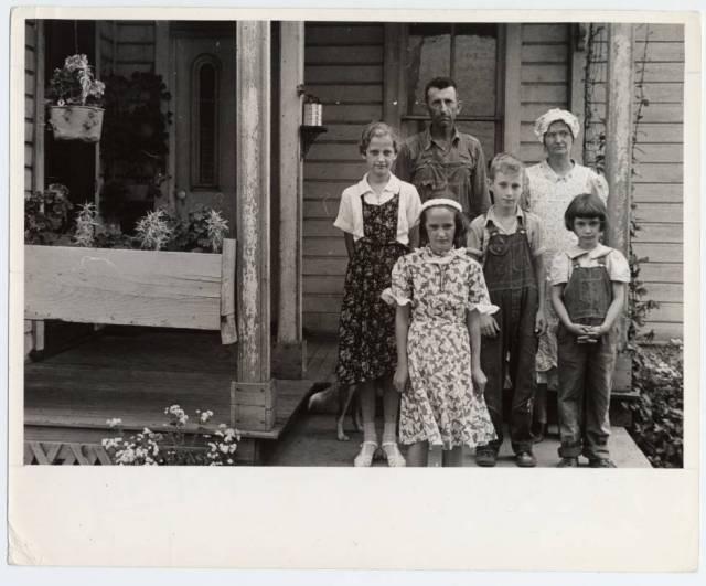 Photograph of Virgil Thaxton and family near Mechanicsburg, Ohio, Summer 1938 by Ben Shahn.