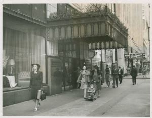 From State Archives Series 1039 AV, Halle's Department store in Cleveland, Ohio where Mr. Jingaling was created.