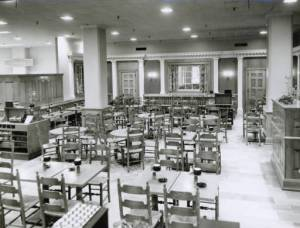 The Colonial Room restaurant at the F. & R. Lazarus Company, taken in the early 1950s.