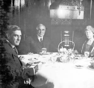 Photograph of Warren G. and Florence Harding dining with guests at their home in Marion, Ohio, during the 1920 presidential campaign.