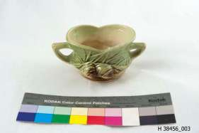 H 38456, a sugar bowl made by the McCoy Pottery company.